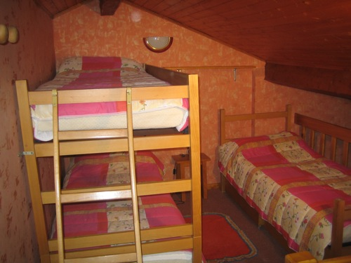 Location Val Cenis : chambre 3 lits