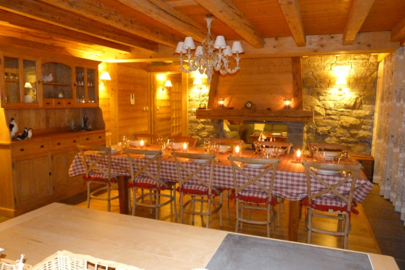 La clusaz grand chalet familial 4 location for Salle a manger crest