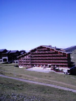 Location Meribel : Chalet vu de face, c�t� pistes, �t�