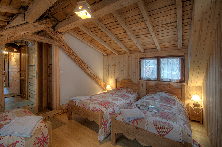 diaporama alpe d 39 huez chalet centre alpe d 39 huez location montagne les grandes rousses. Black Bedroom Furniture Sets. Home Design Ideas